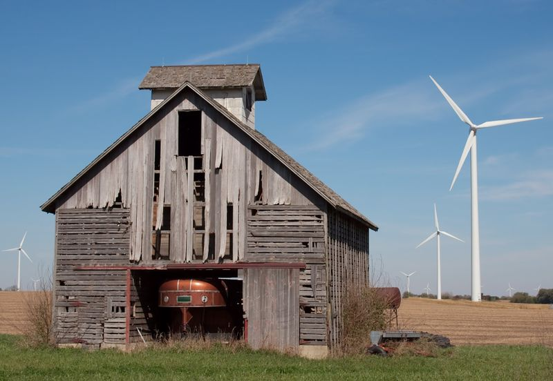 Barn_wind_turbines_0504_crop+ds